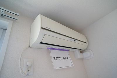 リビングには暑い夏や寒い冬に大活躍のエアコン付き!冷暖房完備で一年中快適に過ごせちゃいます♪
