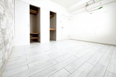 《洋室6.5帖》全室6帖以上の余裕ある間取り、収納も完備されており快適な暮らしです。