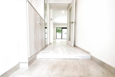 玄関にはシューズボックスがありますので、玄関はスッキリ♪実際に室内をご覧いただけます。お気軽にお問い合わせ下さい!