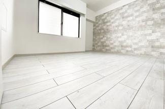 《洋室6.5帖》どのお部屋も清潔なホワイトをベースにしていますが、アクセントクロスがお洒落♪
