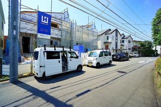広々ゆとりの敷地!! 広いお庭とカースペースは2台駐車可能♪