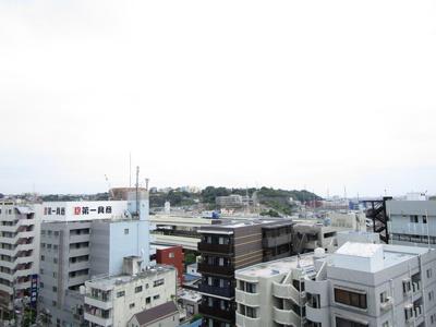 バルコニーから広がる眺めです♪目の前に遮断する建物は無いため、眺望は良好です♪開放的な眺望は癒しを与えてくれます。