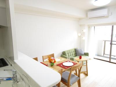 キッチンとダイニングが隣接したキッチンは、家族のコミュニケーションを豊かにしてくれます♪ 自然と会話が弾みますね♪