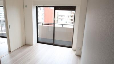 眺望良好な洋室5.1帖♪扉を開放してリビングとつなげば、そこは広々空間に♪