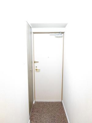 玄関を開けると明るいスペース♪