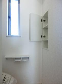 トイレ内収納施工例です。