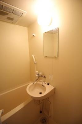 風呂場内洗面所