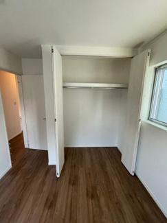 5.25帖の洋室です。クローゼットの中はフラットで大きさがあります。