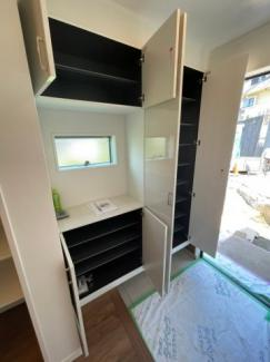 収納スペースが広いので玄関がスッキリと使えます。