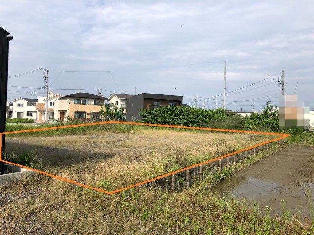 木曽川町黒田字西沼の土地です。商業施設が近くにあり、また鉄道や岐阜県にも近く、アクセス便利で生活しやすい土地となっております。