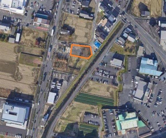 田畑が多い閑静な住宅街です。最寄り駅は名鉄名古屋本線 黒田駅 徒歩9分です。