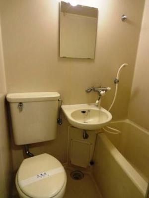 バストイレは同室です。