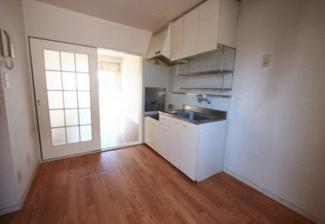 【居間・リビング】《満室稼働中!》名古屋市中川区東中島町2丁目一棟マンション