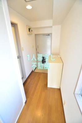 お部屋から玄関までの廊下です。*別室参考写真です