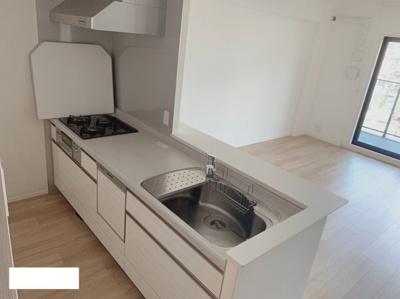 白でまとまった綺麗なキッチン