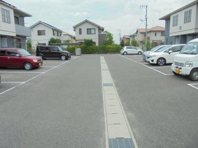 【駐車場】ヴィラシーン神辺 A棟