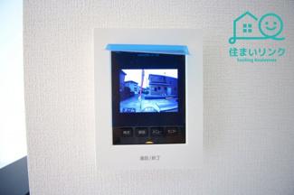 録画機能付きのインターホンです。 留守中の来客を帰宅後に画像でチェック出来ます。