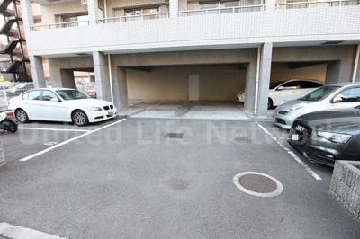 敷地内平面駐車場