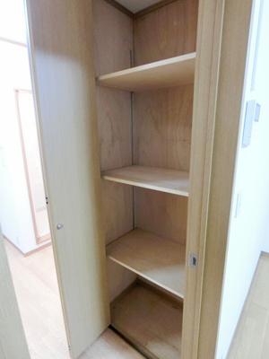 キッチンにある収納スペースです!お部屋がすっきり片付いて快適に☆