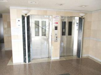 エレベーターは2基あり、混雑なく利用できます。