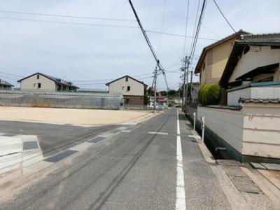 団地進入路は幅員4.3m。