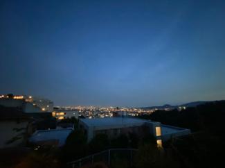 高台でステキな夜景が毎日望めます(^^)空気も美味しいです!!