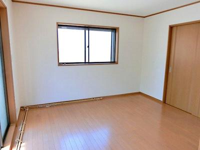 【現地写真】 家族一人ひとりの大切なプライベート空間。光が入る洋室は気持ちが良いですね♪