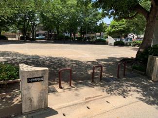 徒歩1分圏内には広い公園があります。