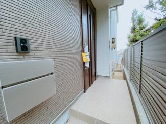 採光性を意識した玄関ドア採用!いつも明るい玄関は家族もお客様も気持ちが良いですね