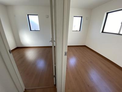 【同社施工事例写真です】オンライン会議などテレワークに対応できる個室完備♪
