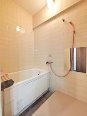 浴槽交換済みの浴室はピカピカで気持ちが良いですね♪毎日快適にお使いいただけます。