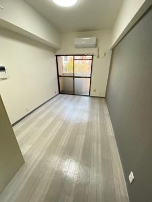 朝日プラザ堺東 壁・床クロス・フローリング色合いがお洒落です。