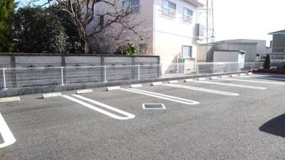 【駐車場】モダン・ブローテ