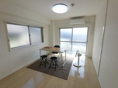 6.0帖の洋室は2面採光で日当たり・風通し◎ 居室やリビングなど多目的に活用できます。