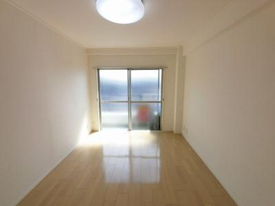 6.0帖の洋室です。主寝室にいかがでしょうか。