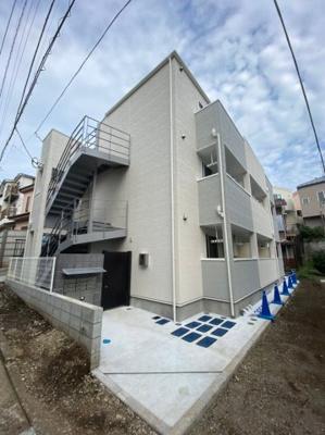 横浜市西区の閑静な邸宅街に佇む新築アパート