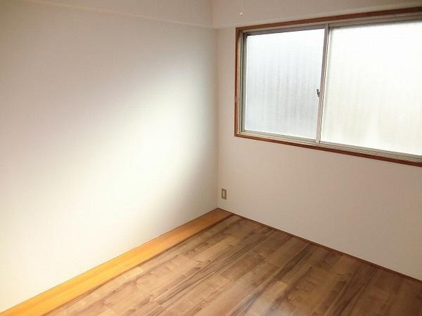明るい洋室!