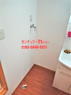 脱衣スペースにある室内洗濯機置場