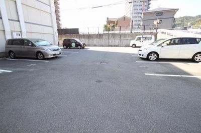 【駐車場】植田マンション