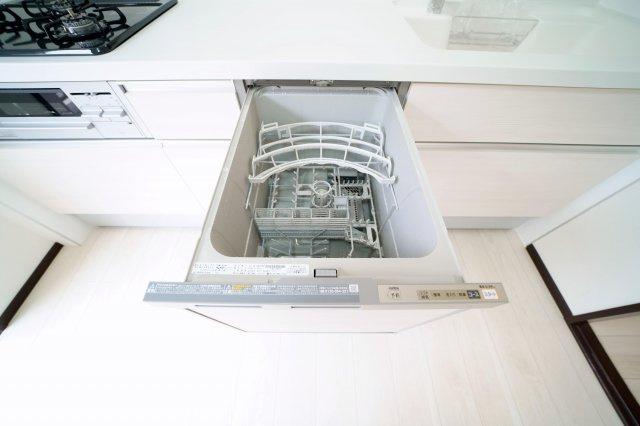 2階のキッチンは食器洗浄機付です。洗い物がラクチンです。