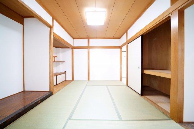 2階、約6帖の和室です。