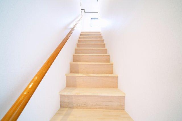 2階・3階部分の階段です。