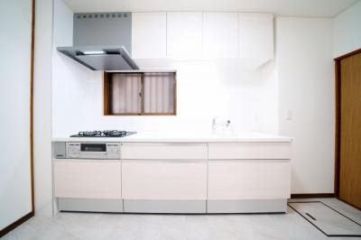 1階、システムキッチン新規交換済みです。