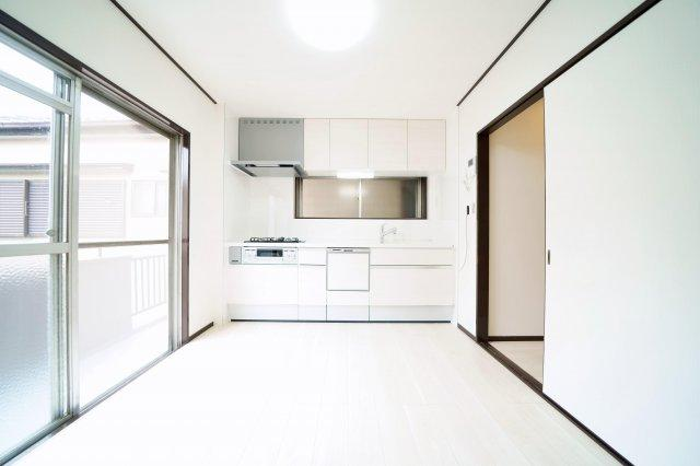 2階、2面採光で風通しの良いダイニングキッチンです。