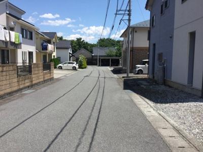 【前面道路含む現地写真】韮崎市旭町上条南割中古住宅