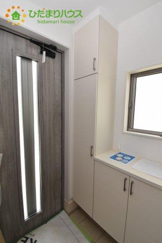 玄関にドアがあるので、明るい空間があります(*^^*)