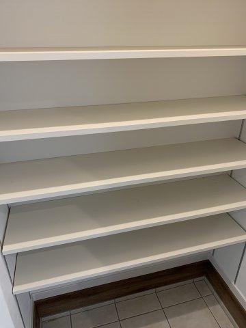 天井の高さまでのシューズクロークがあるので、お持ちの靴をたくさん収納する事が出来ます。
