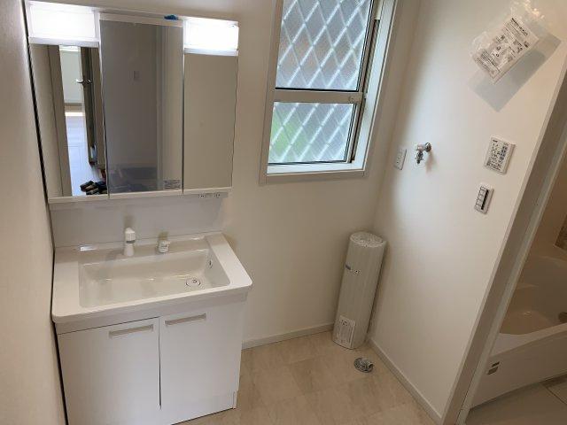 浴室空調が完備されているので、浴室でも洗濯物を干す事が出来て大変便利です。