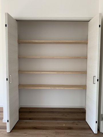 棚が可動式となっているので、お好きなものを収納する事が出来ます。