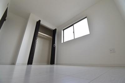 約5帖の洋室。全室2面採光で明るいお部屋、あなたならどんなお部屋として使いますか?